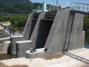 12015.05 鳥取県 乾式 第一建設工業 新幡郷発電所土砂吐ゲート修繕工事4
